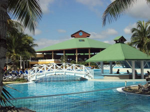 Pool_tryp_cayo_coco_cuba_-_panoramio (Copy)